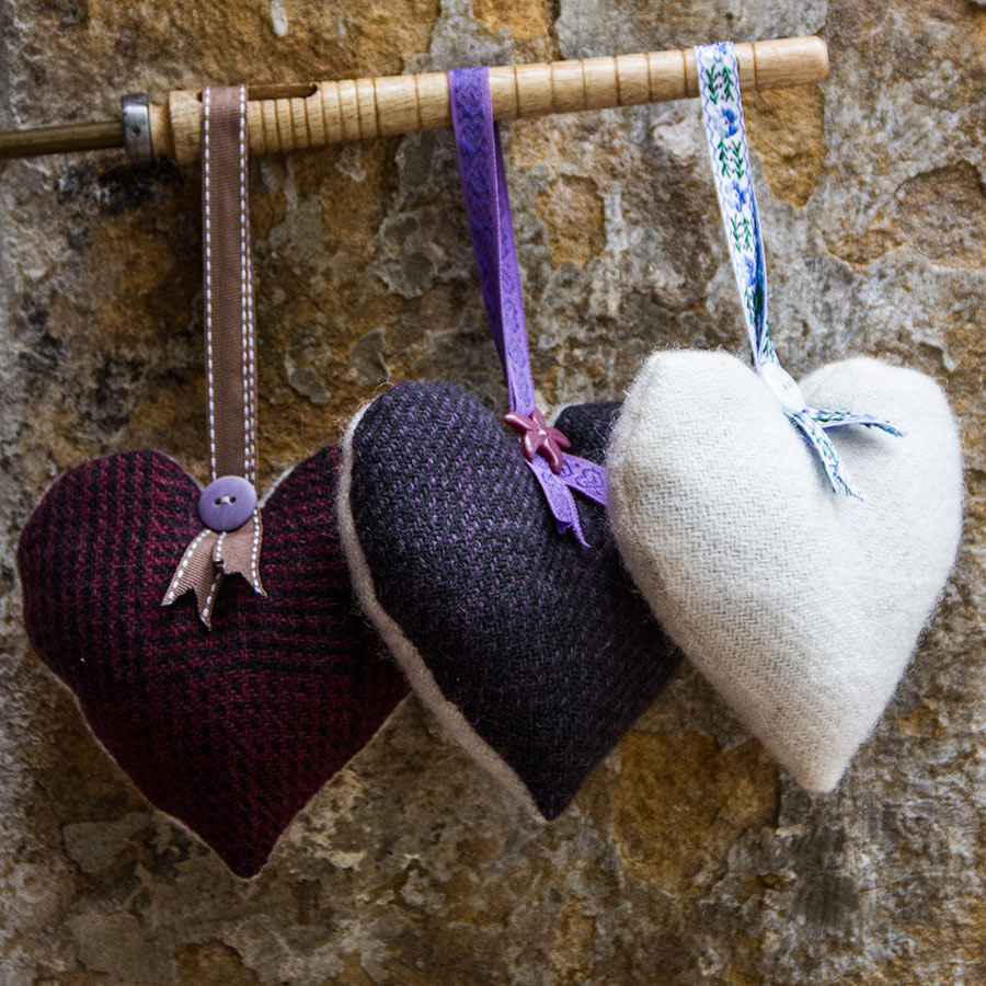 Laura's Loom, Home page, Woven hearts