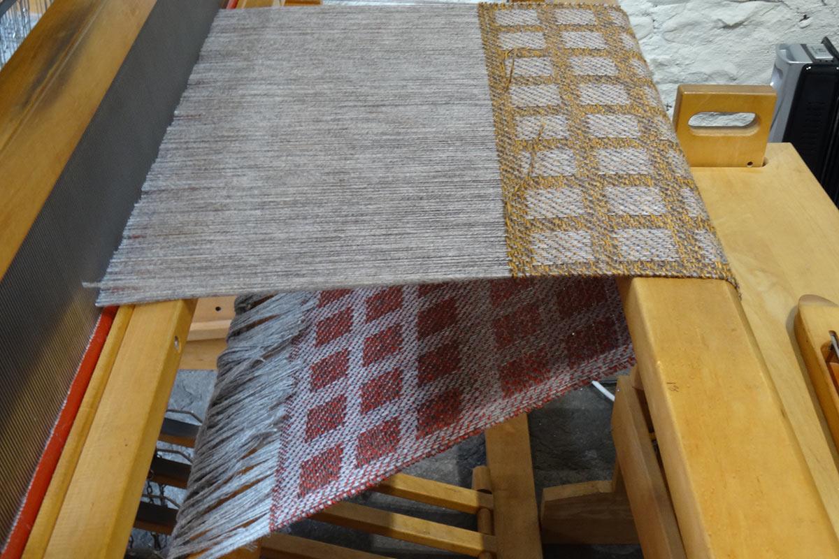Laura's Loom, Weaving process, Loom