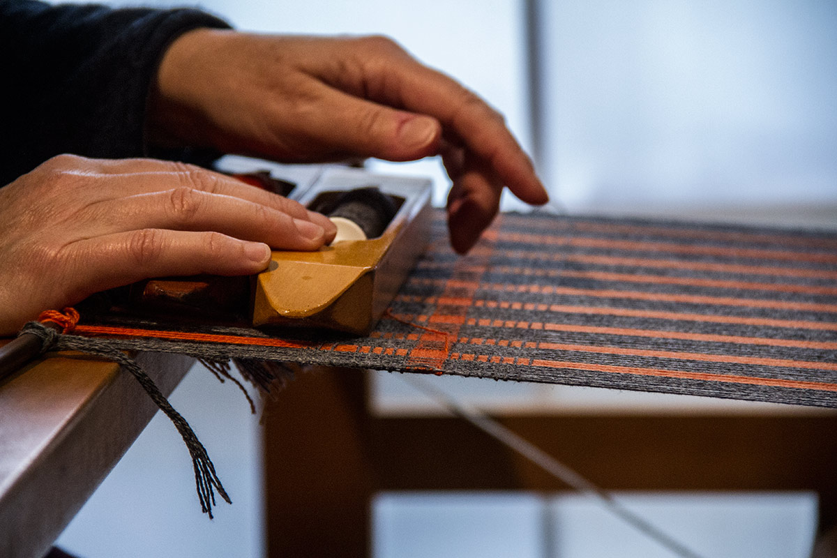 Laura's Loom, Weaving Process, Weaving threads on loom